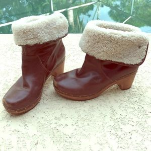 Gorgeous UGG Lynnea Sherpa lined clog boots